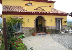 LPE_126: Pretty villa, 3 BR, gardens, garage, sub basement for extra living space, planning permission for pool, opposite La Trocha